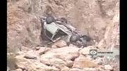 سقوط پیکان به دره ۳۰۰ متری و سالم ماندن راننده