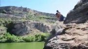 پرش جالب در آب رودخانه
