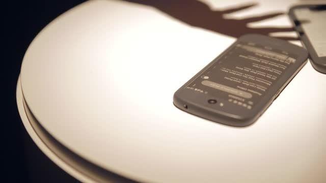 گوشی هوشمند یوتافون 2، بخش اول - زومیت