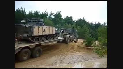 کشنده نظامی فوق العاده قدرتمند در حال آفرود