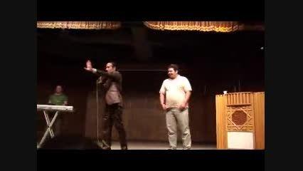 قرعه کشی خنده دار حسن ریوندی با یک تماشاگر