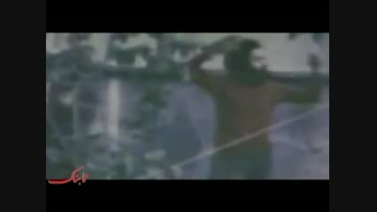 کلیپ زیبای سهراب سپهری در حال قدم زدن در حیات خانه پدری