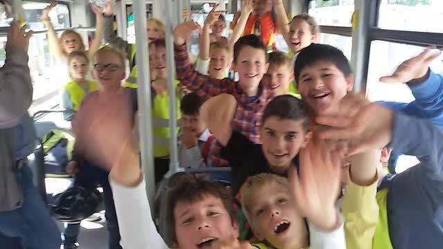 دانش اموزان دبستانی بلژیکی در بازدید از شهر گنت