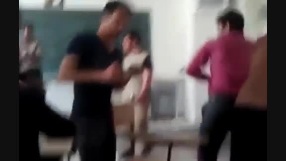 آتش گرفتن معلم سر کلاس درس توسط دانش آموزان واقعی