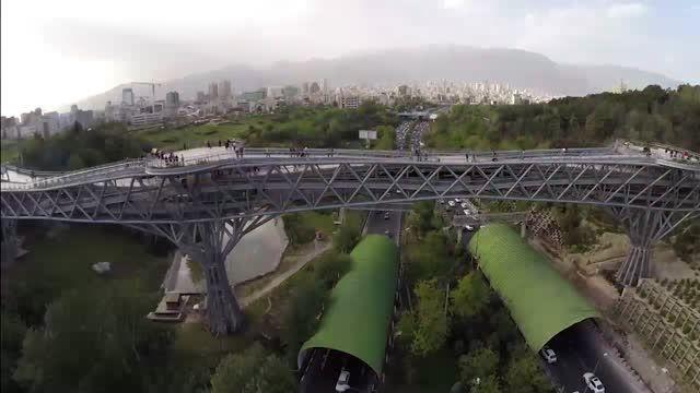 تصویربرداری هوایی  جالب از پل طبیعت پارک آب آتش