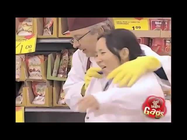 دوربین مخفی خنده دار کشتن مرغ - Motefavetha.com