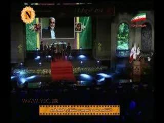 تقدیم جایزه سیمرغ جشنواره به سردار سلیمانی