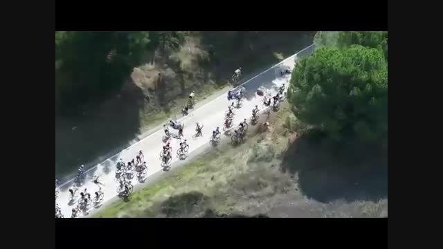 تصادف  عجیب دسته جمعی در مسابقه دوچرخه سواری!