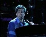 اجرای بسیار زیبای و استادانه ی ترانه  ی خودت خواستی احسان خواجه امیری در کنسرت تهران  با نواختن پیانو توسط خوده احسان