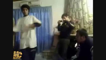 """اجرای زنده قدیمی آهنگ """"جنگ و بیزینس"""" از """"رضا پیشرو"""""""