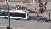 بکسل کردن یواشکی ماشین پشت اتوبوس و عاقبت آن.....
