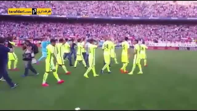 شادی بازیکنان بارسلونا در رختکن