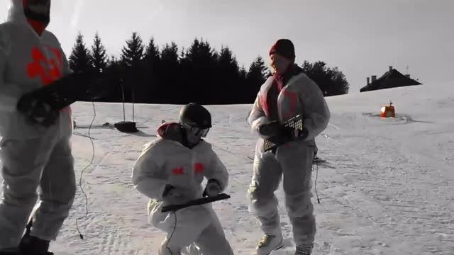 تفریح زمستانی کارمندان acme با محصولات این شرکت