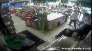 لحظه سرقت مرگبار از فروشگاه