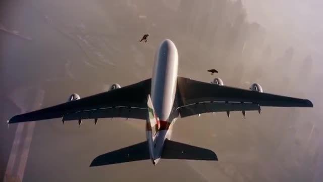 پرواز انسان ( جت من ) در کنار هواپیمای جدید ایرباس