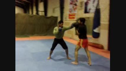 تمرین دفاع ضربات دست و پا