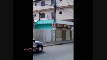 فرار دزد از دست 7 پلیس!
