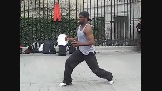 رقص روبات وسط خیابون!