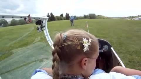 اولین پرواز مستقل یک دختر جوان اروپایی به عنوان خلبان