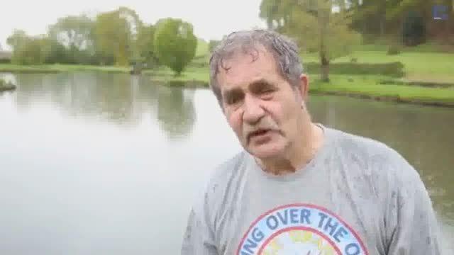 قهرمان پرتاب سنگ در آب!