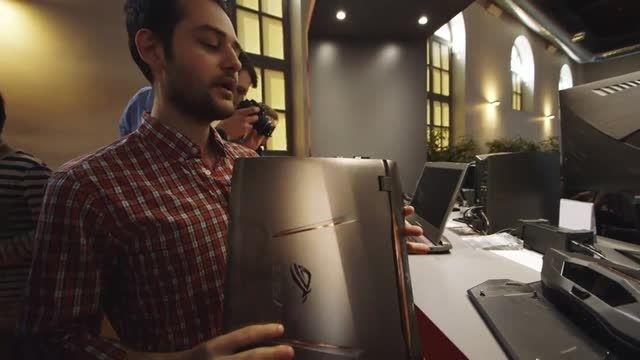 نگاهی نزدیک به لپ تاپ Asus GX700 توسط Verge