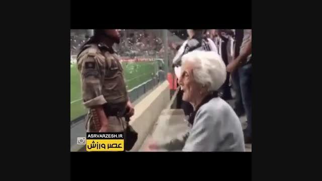 مسن ترین هوادار زن در ورزشگاه طرفدار تیم اتلتیکو مینیرو