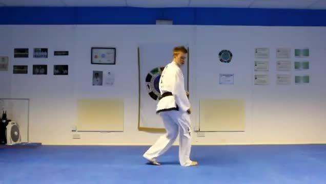 آموزش تکواندو (ضربه پا با چرخش 540 درجه)