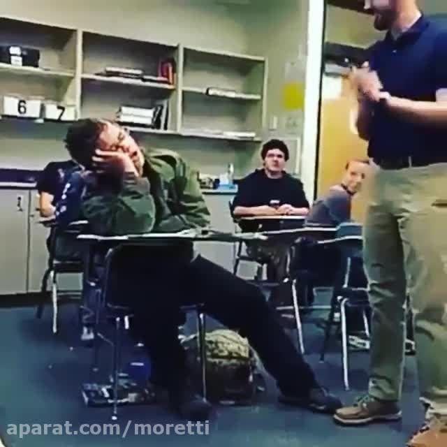 کلیپ فوق العاده خنده دار خوابیدن سر کلاس