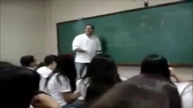 مسخره بازی دخترها و پسرها سر کلاس ولی استاد قاط میزنه