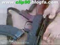 باز و بسته کردن اسلحه کلاشنیکف با پا و چشمان بسته!