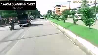 تصادف دردناک 3 دختر دانش آموز در خیابان...!