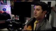 امین حیایی و گیتارش
