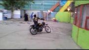 کلیپ تک چرخ زدن فوق العاده زیبا و دیدنی با موتور سیکلت