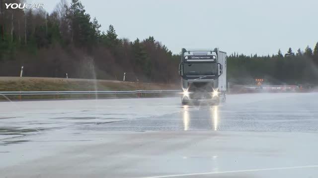 تست ترمز کامیون های VOLVO در جاده های لغزنده