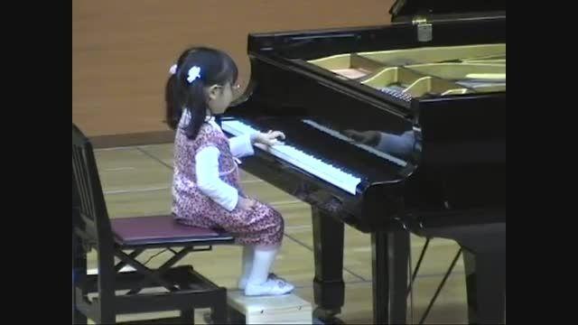 پیانو نواز 3 ساله