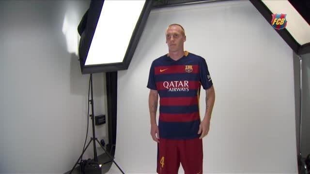 عکس گرفتن رسمی تیم بارسلونا اسپانیا