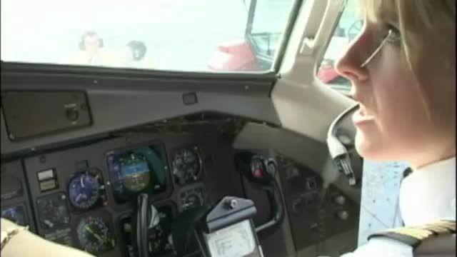 تیک آف زیبای بانوی خلبان