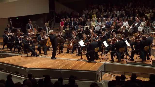 Mozart . Symphony No. 40 . Sir Simon Rattle