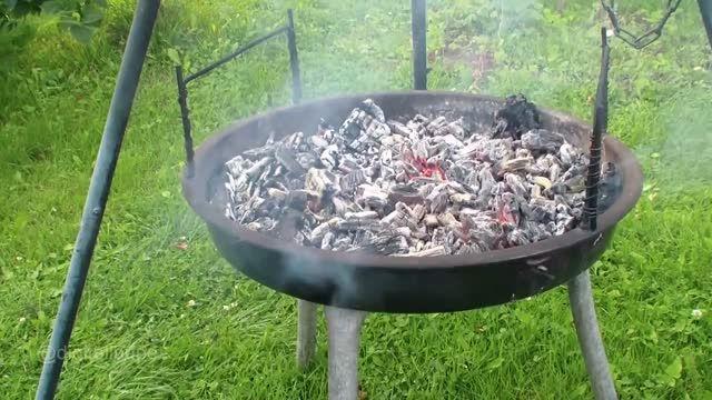 جوشاندن آب بر روی آتش با کیسه پلاستیکی - بقا در طبیعت