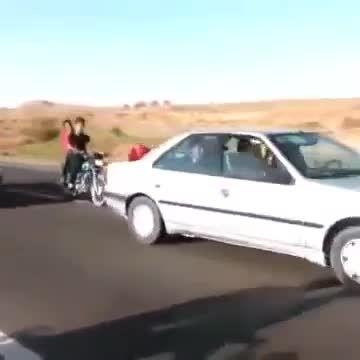 تصادف دلخراش موتور با تریلی در مراسم عروسی