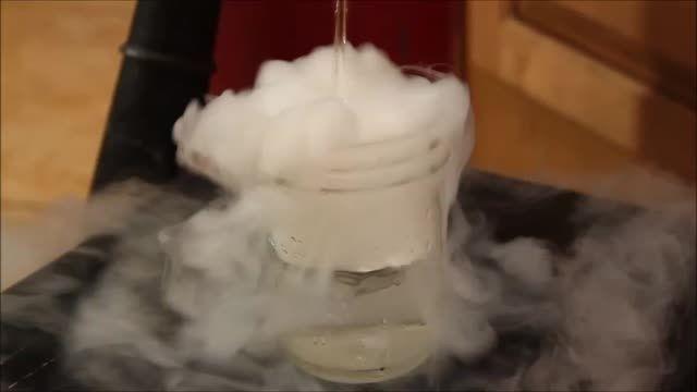براحتی یخ خشک بسازیم