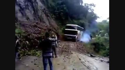 سقوط اتوبوس به ته دره