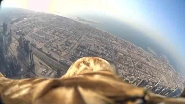 اولین پرواز یک عقاب از بالای برج الخلیفه