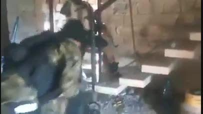 لحظه جالب دستگیری تک تیرانداز داعش در حال تیراندا-سوریه