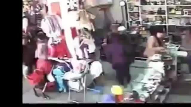 مشتری دزد , جیب مشتری دیگر را خالی کرد