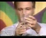 کلیپ آموزش شعبده بازی نگهداشتن لیوان روی کاغذ نازک