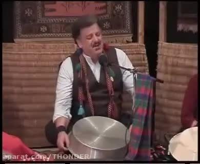 اهنگ گیلکی با صدای ناصر وحدتی در یک کنسرت محلی