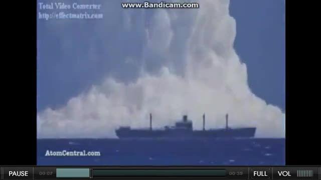 آزمایش بمب اتمی زیر آب