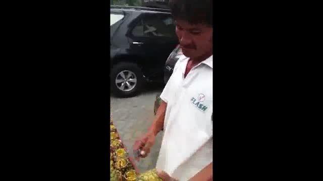پوست کندن آناناس خیلی شیک خیلی مجلسی