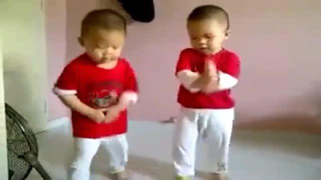 بچه های کره ای با آهنگ گنگام استایل